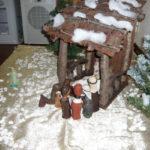 祭壇に飾られた馬小屋